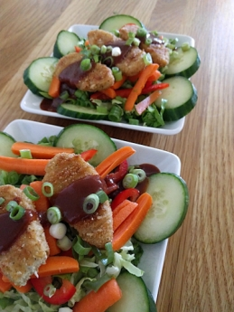 Salad with BBQ sauce over Gardien Chick'n